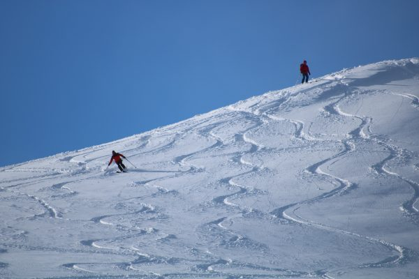 Learn ski touring and mountaineering in aviemore, the cairngorms and scotland