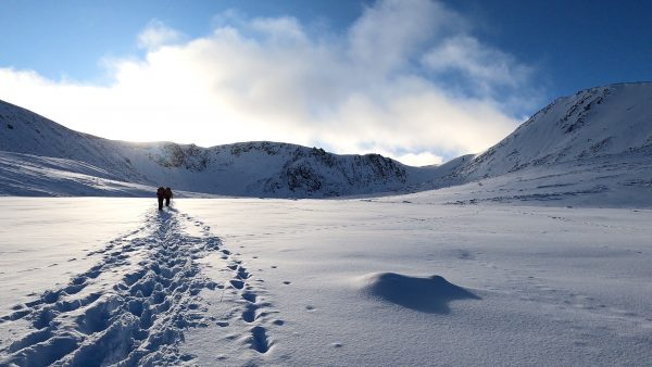 winter skills courses activities and days in Scotland walking into Sneachda